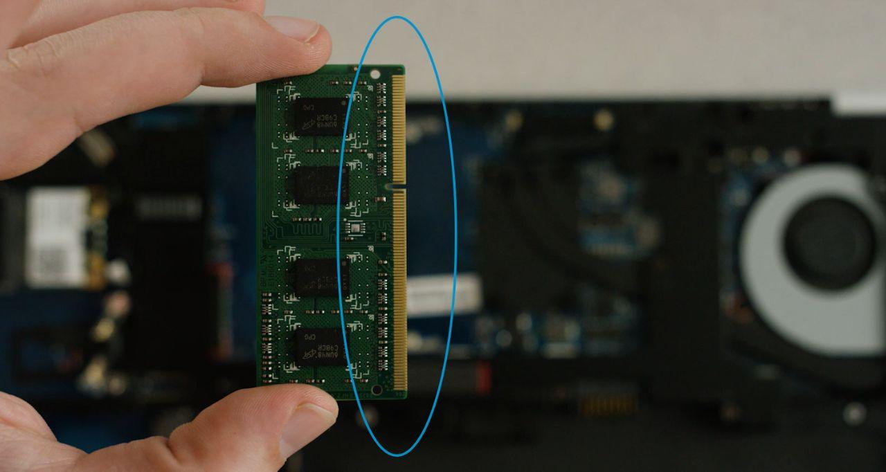 Vermeiden Sie die Berührung der Goldkontakte oder Komponenten der Speichermodule während der Installation.