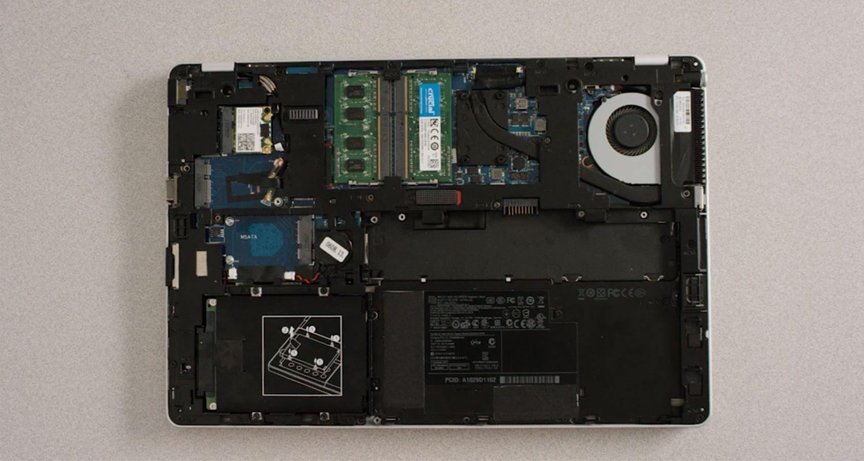 Innenleben eines Laptops mit abgenommenem Gehäuse