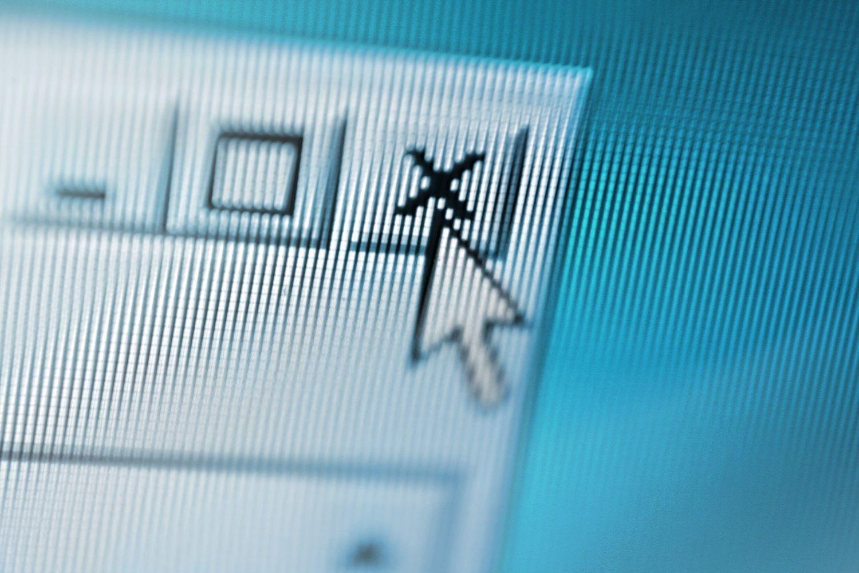 Schließen eines Computerbildschirms, indem man ein verdächtiges Popup-Fenster mit dem Mauszeiger schließt